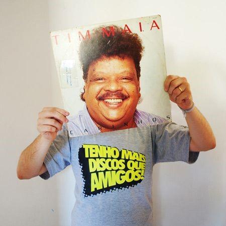 Camiseta Tenho Mais Discos Que Amigos!