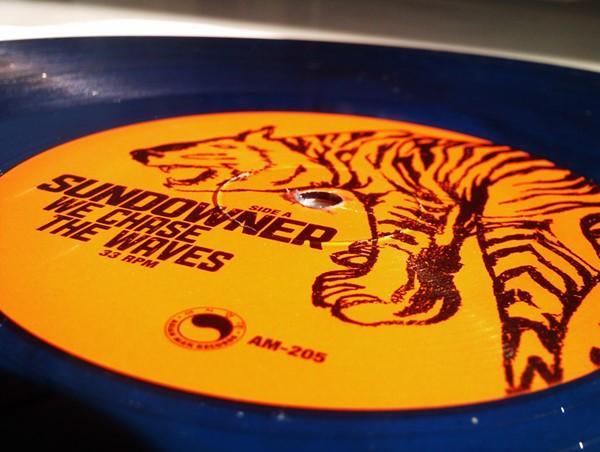 Sundowner - We Chase The Waves