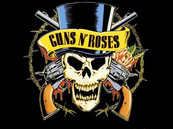 Guns N' Roses tirados do palco com chuva de garrafas em Dublin