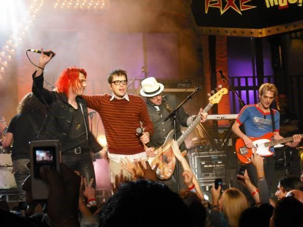 Gerard Way e Rivers Cuomo no show secreto do Weezer