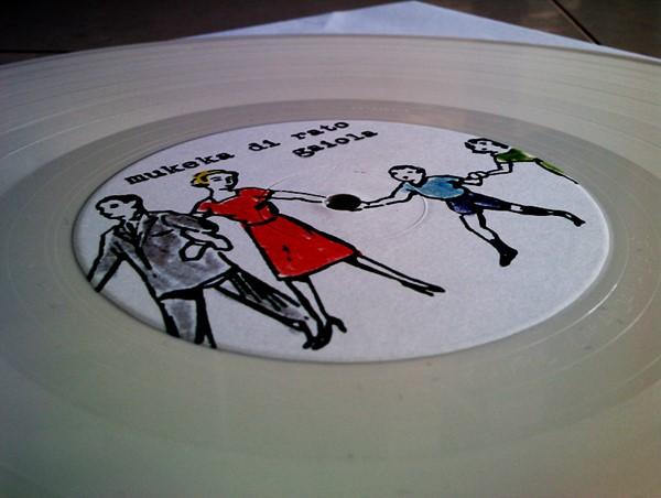 Relançamento de Gaiola do Mukeka Di Rato em LP Branco