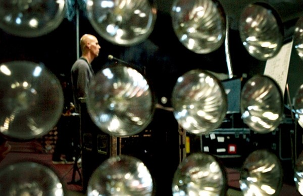 Billy Howerdel no ensaio do A Perfect Circle