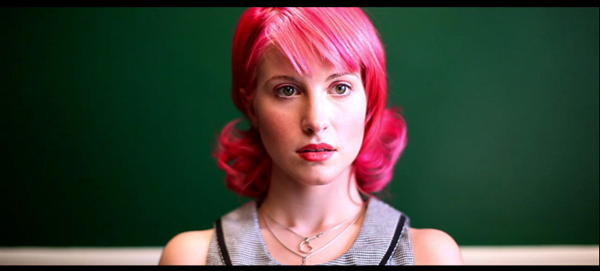 Assista o novo videoclipe de Playing God do Paramore