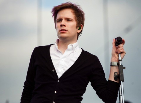 Patrick Stump toca 3 inéditas e cover de Tom Waits