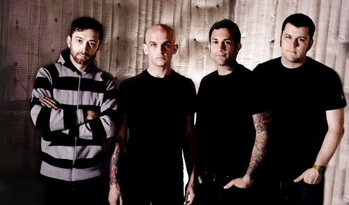 "Confira ""Satellite"" e assista o show do Rise Against"