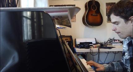 Rivers Cuomo (Weezer) grava cover de Beach Boys