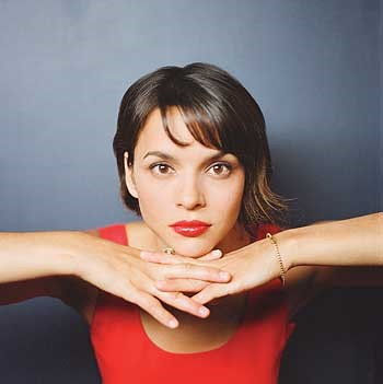 Norah Jones no programa Tonight Show with Jay Leno