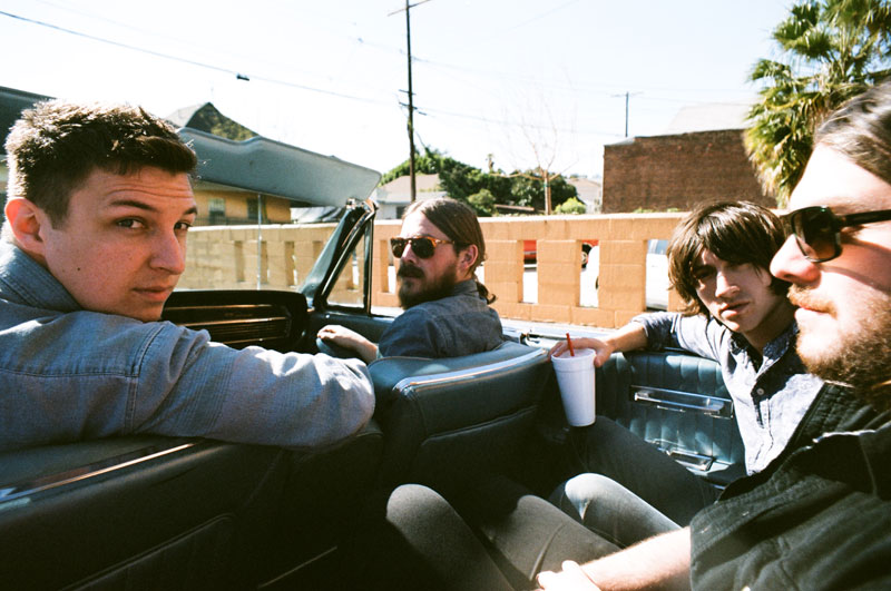 "Arctic Monkeys lançará ""Suck It And See"""