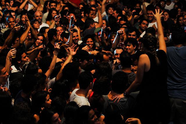 Antunes no meio do público do Abril Pro Rock 2011
