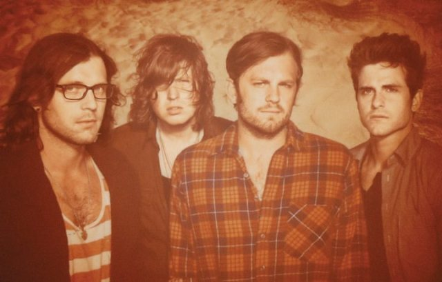 Kings of Leon abandonam show