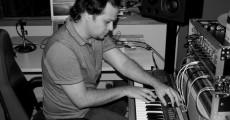 """Léo D gravando teclados para o """"Próxima Estação"""""""