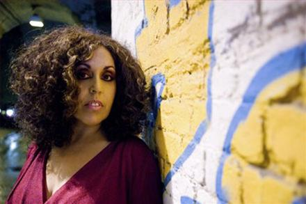 Poly Styrene (X-Ray Spex) morre aos 53 anos