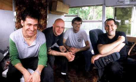 Descendents compondo novo material