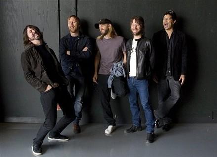 Dave Grohl diz que não consegue abandonar o Foo Fighters