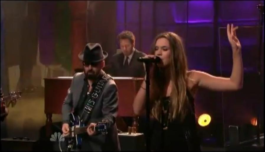 Joss Stone se apresenta no programa do Jay Leno