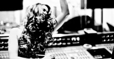 """Joss Stone (SuperHeavy) cantando a frase """"what the fuck is going on?"""""""