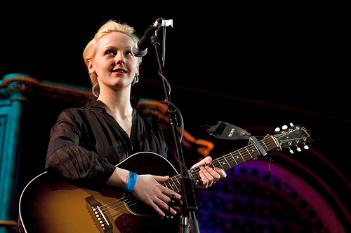 Laura Marling Grava Video Exclusivo Para o Site T Magazine