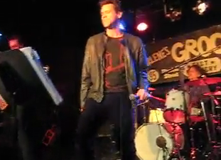 Jim Carrey canta Smashing Pumpkins
