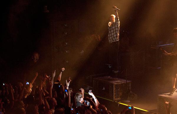 Linkin Park faz pequeno show em sua cidade natal