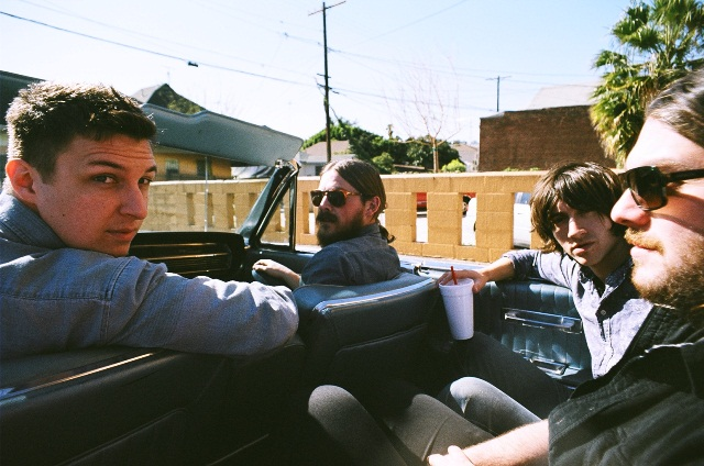 Arctic Monkeys anuncia novo single