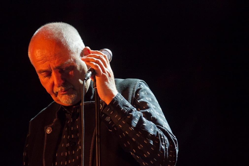 Peter Gabriel liga para Roger e pede desculpas