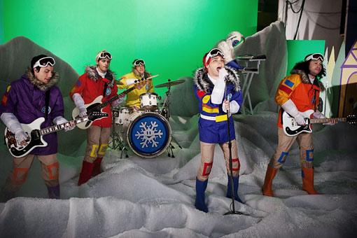 My Chemical Romance canta música natalina