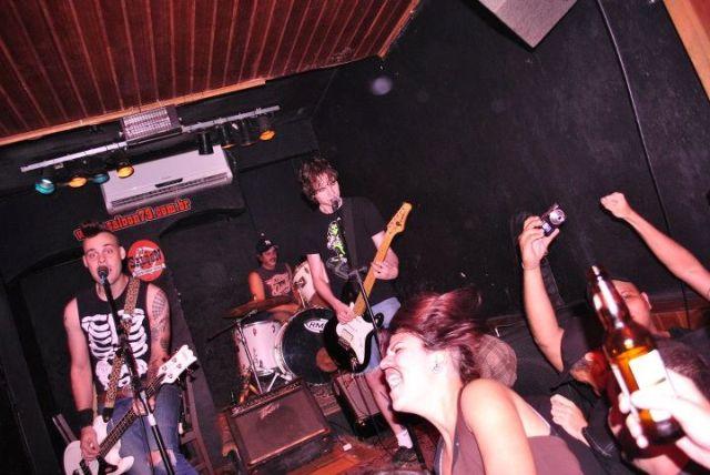 Gramofocas na Drunk Rock Party, por Raíssa Medeiros