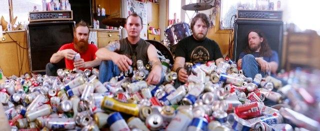 Red Fang Ensina Como Beber Cerveja De Maneira Peculiar