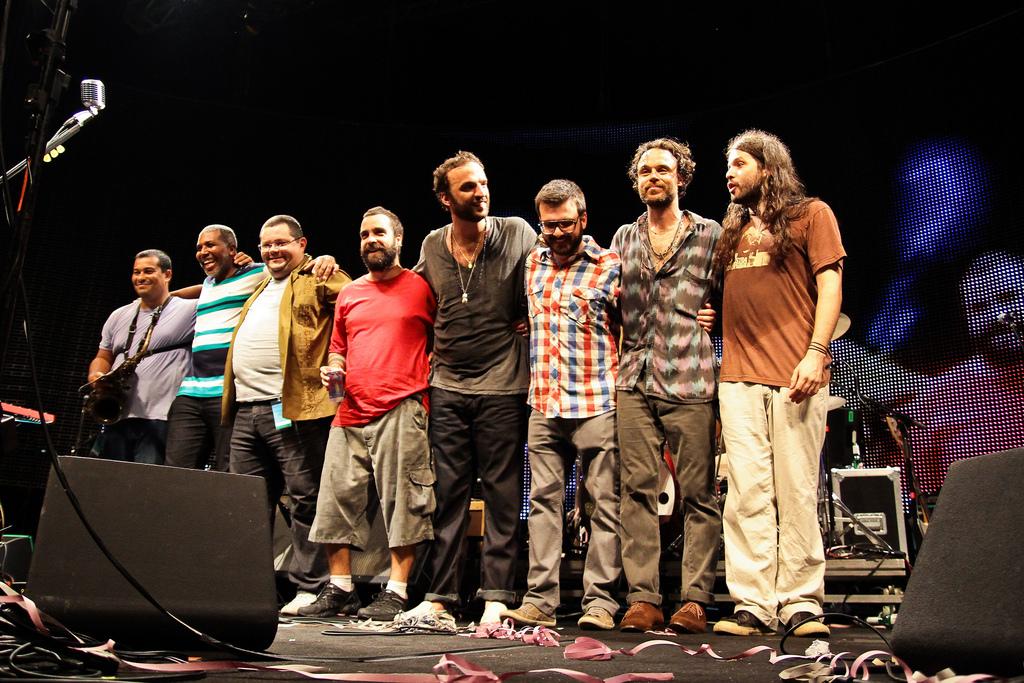 Banda agradece ao público ao final do show