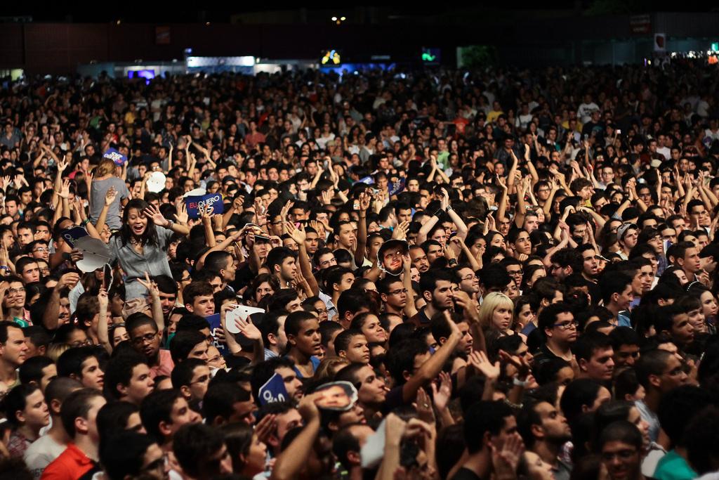 Público na primeira noite do Abril Pro Rock 2012