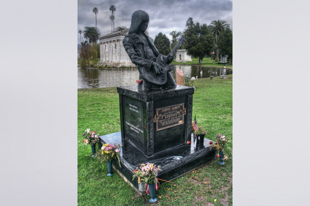 Veja Fotos Raras de Johnny Ramone - Jazigo de Johnny no Hollywood Forever Cemetery, Los Angeles