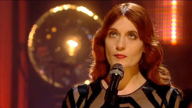 Florence and the Machine e Josh Homme cantam música de Johnny Cash