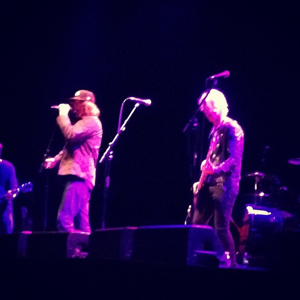 Mark Lanegan toca com Duff McKagan em evento beneficente