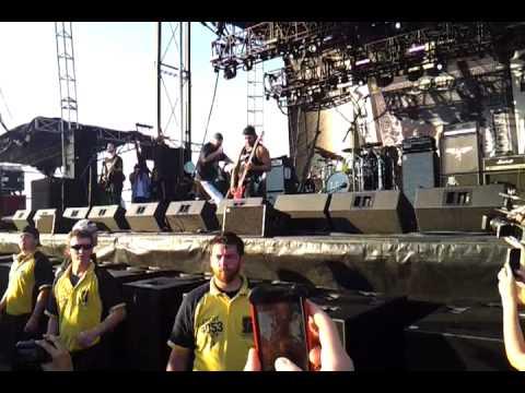 Robert Trujillo com o Suicidal Tendencis no Orion Music + More