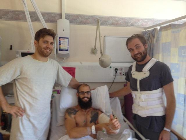 Integrantes do Baroness postam foto no hospital