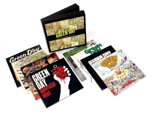 Caixa com discografia do Green Day