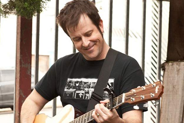 Baterista do No Use For A Name cria site em homenagem a Tony Sly