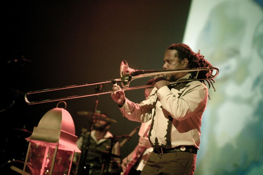 Deco Trombone d'Os Sertões no No Ar Coquetel Molotov 2012