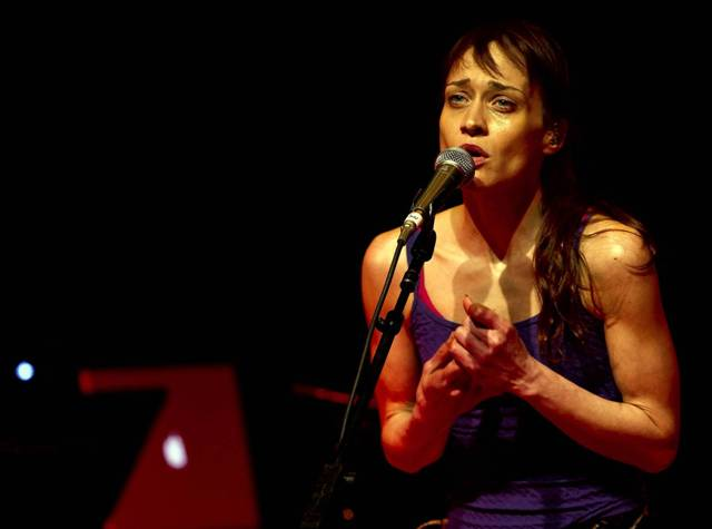 Fiona Apple se desculpa com fãs