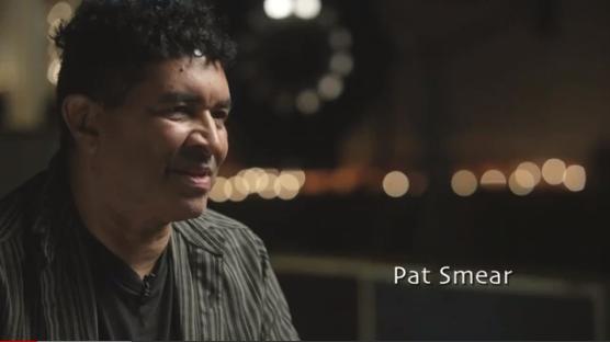 Pat Smear dá declaração sobre seu primeiro contato com a música