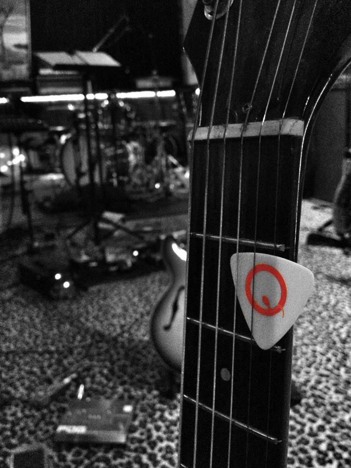 Queens of the Stone Age comenta sobre os imprevistos e a sonoridade do novo álbum