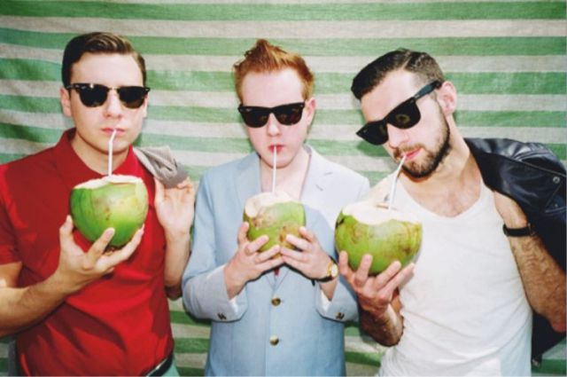 Two Door Cinema Club toca Enter Sandman