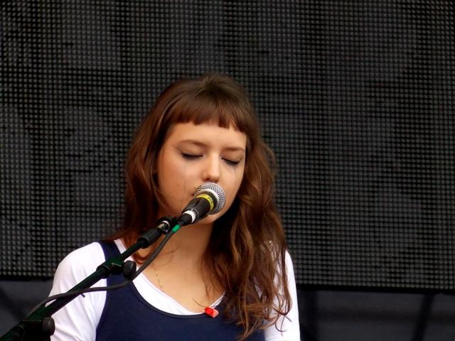 Mallu chora no palco do Planeta Terra Festival