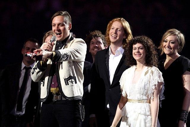 Arcade Fire apresenta novas músicas em show secreto