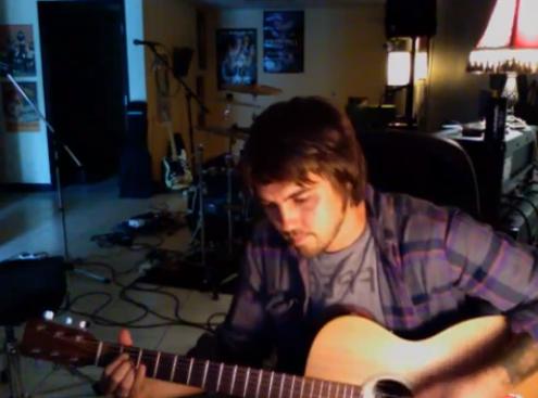 """Vocalista do Finch faz cover de """"Fake Plastic Trees"""" do Radiohead"""