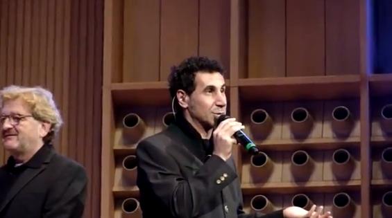 Serj Tankian toca com Orquestra na Áustria