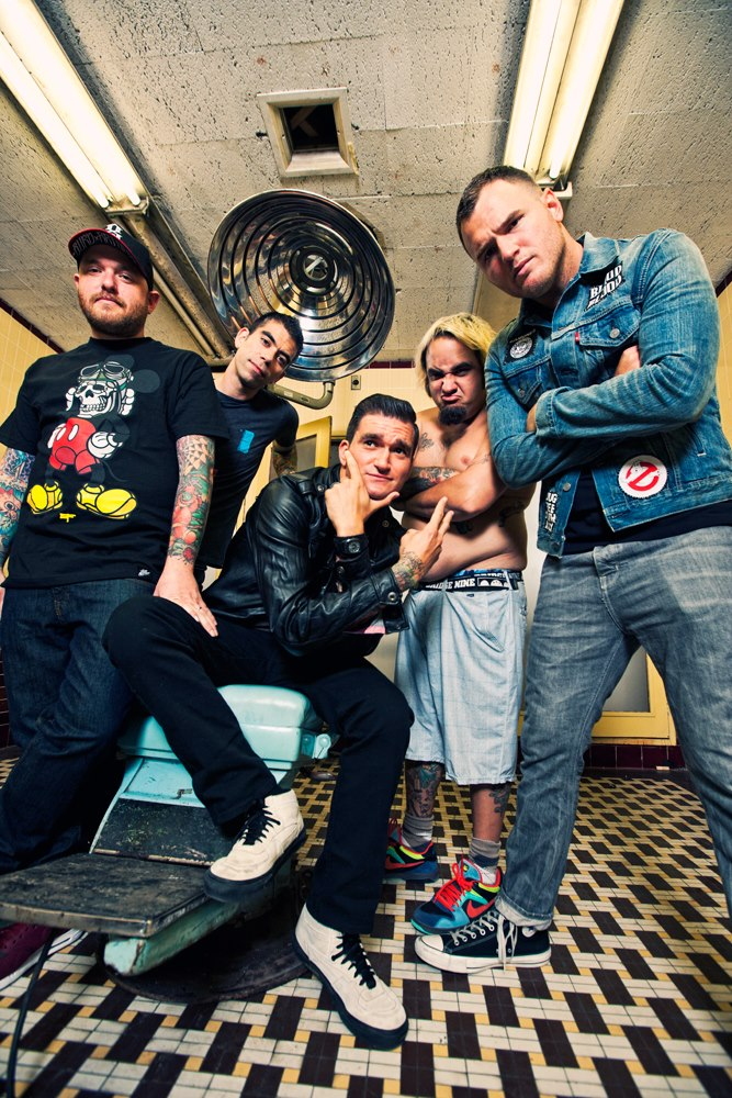 New Found Glory: EP de Natal, disco ao vivo em 2013 e álbum de inéditas em 2014Novos vídeos: Work Drugs, Rise Against, Boysetsfire, Toro y Moi, New Found Glory e Ramirez