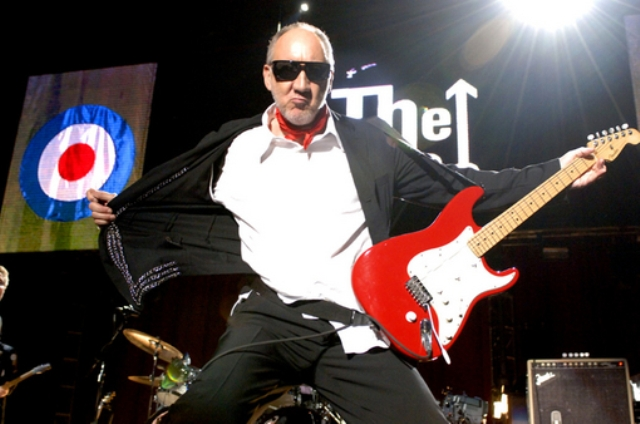 Pete Townshend abandona palco em show do The Who