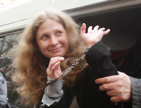 Maria Alyokhina, da Pussy Riot, é removida para cela única