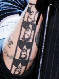 Tatuagem de Adrienne em Billie Joe Armstrong